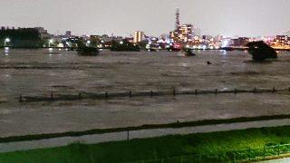 増水した多摩川(2019年10月12日 22:15)